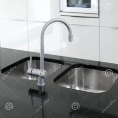 Black Faucet Kitchen Orange Appliances 黑色龙头厨房现代烤箱白色库存照片 图片包括有设计 镀铬物 特写镜头 黑色龙头厨房现代烤箱白色