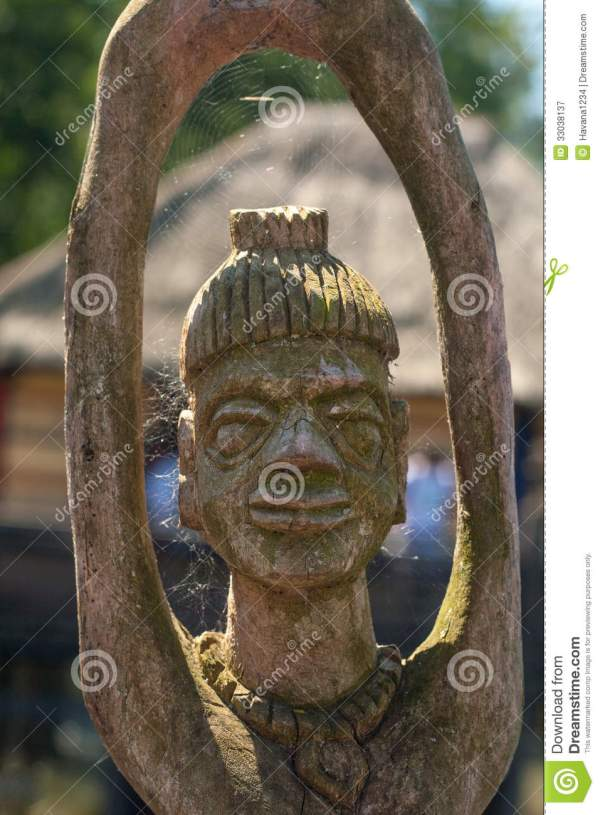 African Handcraft Wood Carved People Figures Royalty