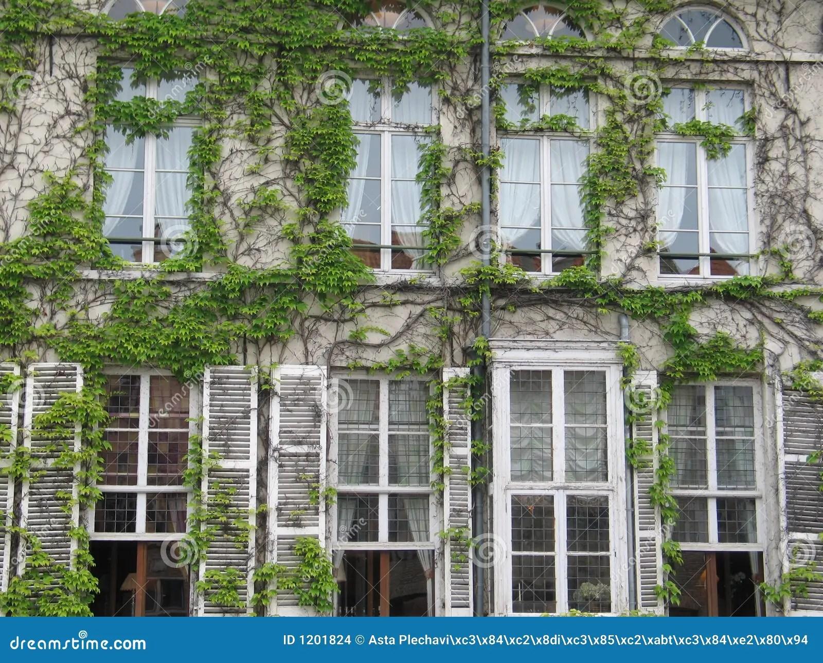 Alte Fenster Als Deko Alte Als Deko Alte Holzleiter Im Garten