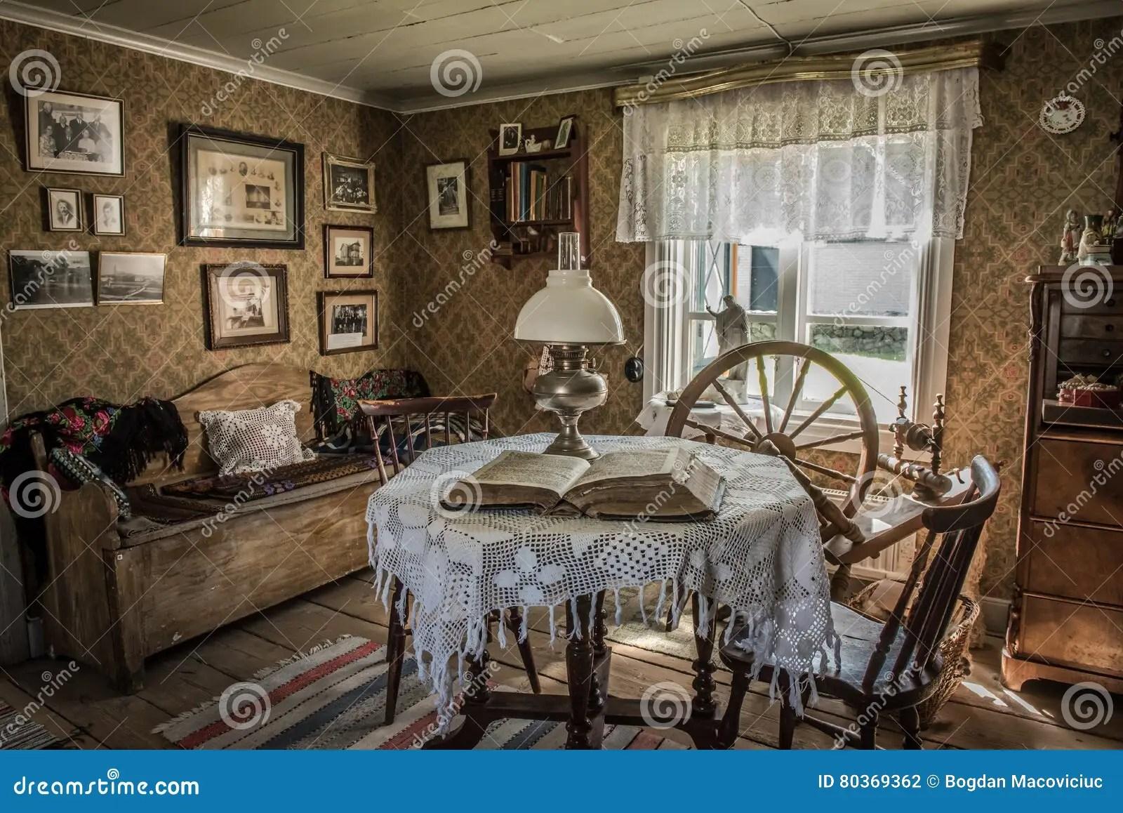 Antikes Wohnzimmer In Einem Alten Haus Redaktionelles