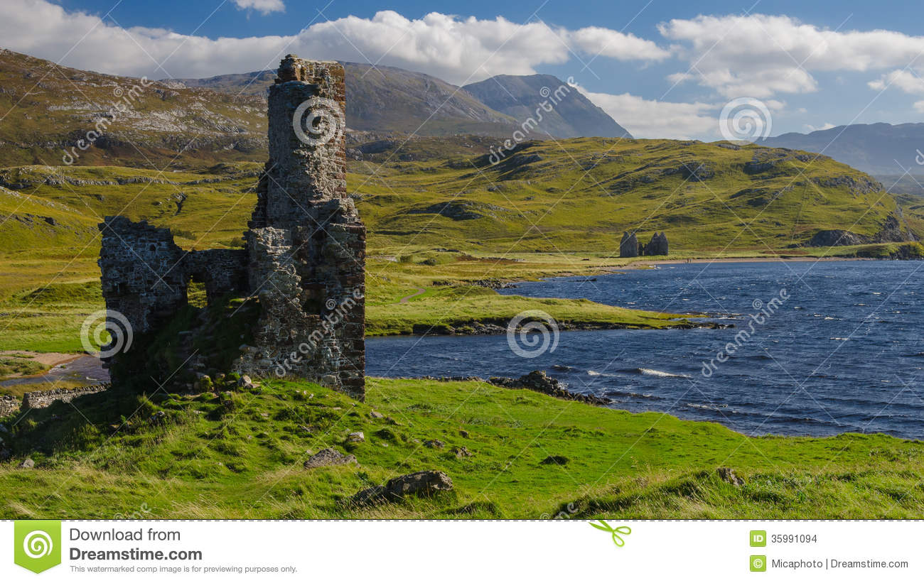 Ardvreck Castle Scotland And Assynt Lake Stock Photo
