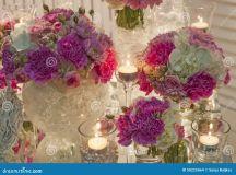 Arrangement Romantique De Table Avec Des Fleurs Et Des ...