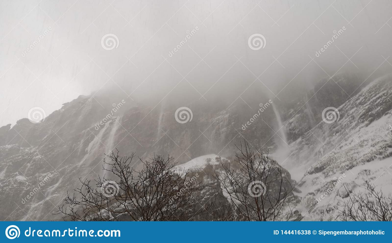 Himalaya Halle Avalanche Himalaya To Mbc Stock Photo. Image Of Trekking - 144416338