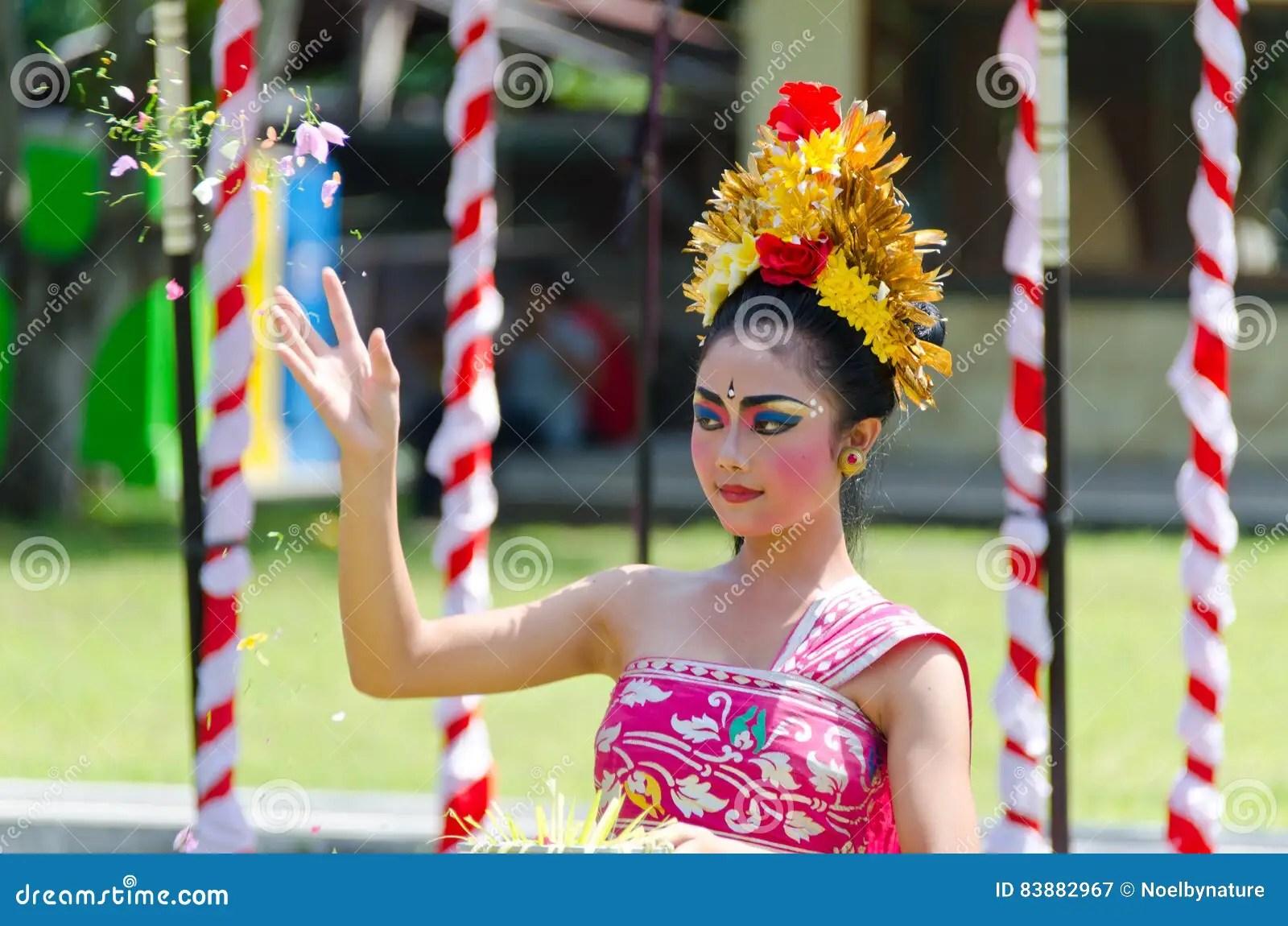 balinese dancer tossng flowers