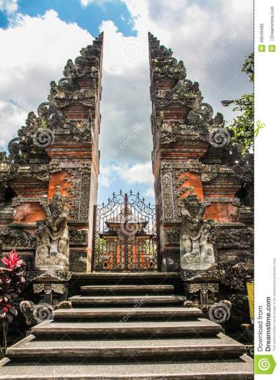 Balinese Hindu Temple - The Stairs, Gate And Temple - Ubud ...