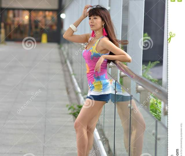 Beautiful Asian Girl Showing Youthful Vigor On The Pedestrian Bridge Sweet Smile Hot Figure Sexy Youthful Unrestrained