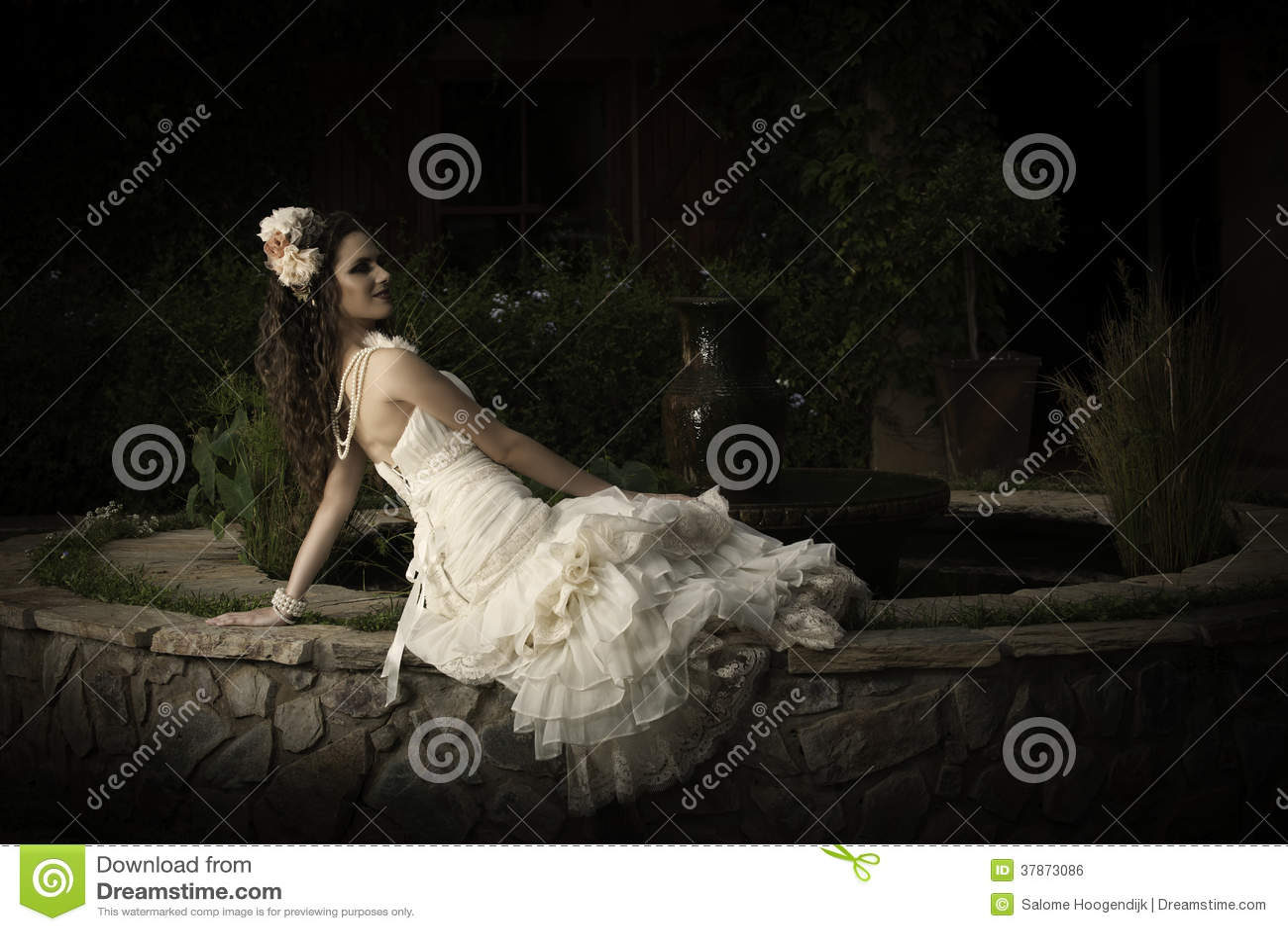 Beautiful Bride In Strapless Vintage Wedding Dress