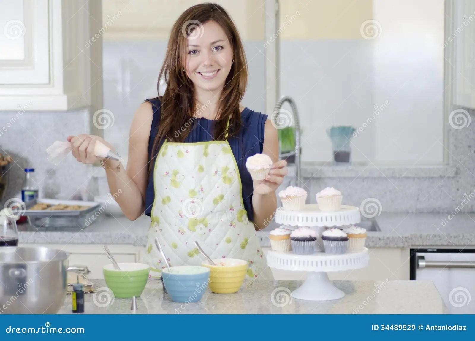 Beautiful Woman Making Cupcakes Royalty Free Stock Images