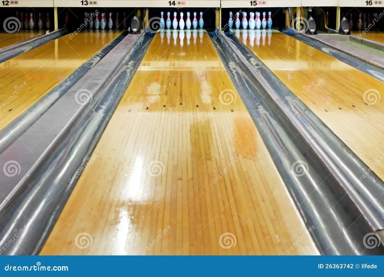 hight resolution of bowling lane
