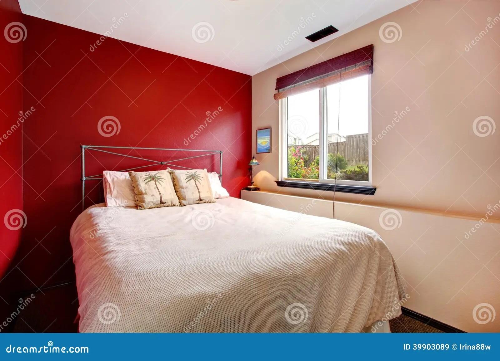 Parete Camera Da Letto Rossa : Camera da letto con parete rossa excellent pareti colorate idee