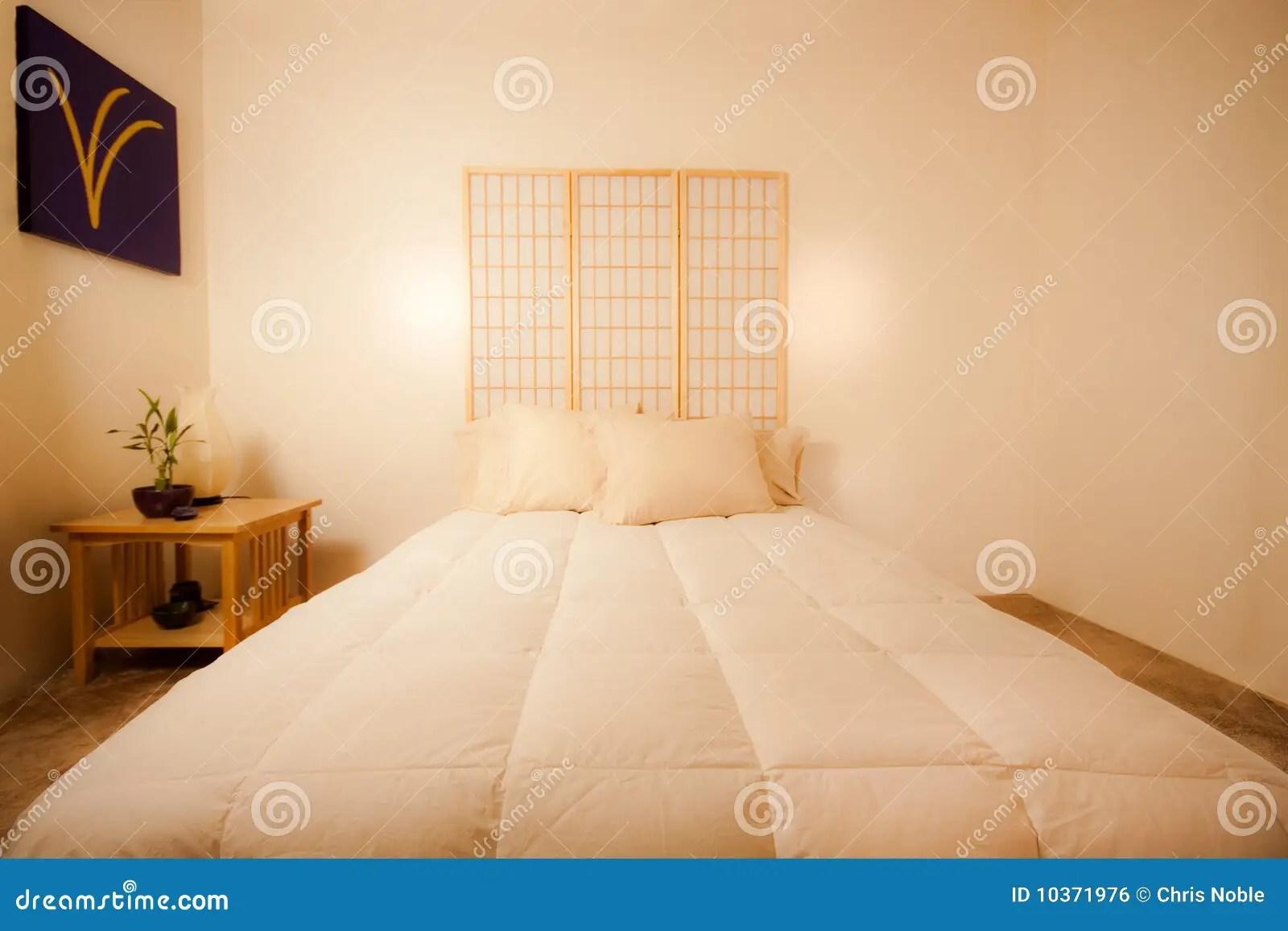 Sei consigli da seguire per arredare la camera da letto seguendo questa antica disciplina, sbloccare i flussi energetici positivi e riposare meglio. Camera Da Letto Di Feng Shui Fotografia Stock Immagine Di Seta Buonanotte 10371976