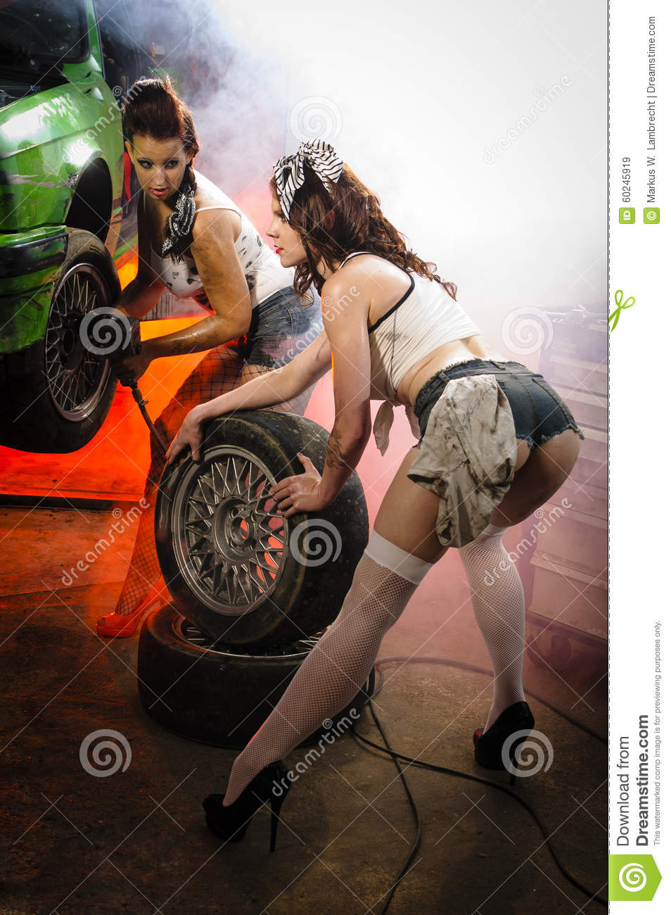 cars and girls changing