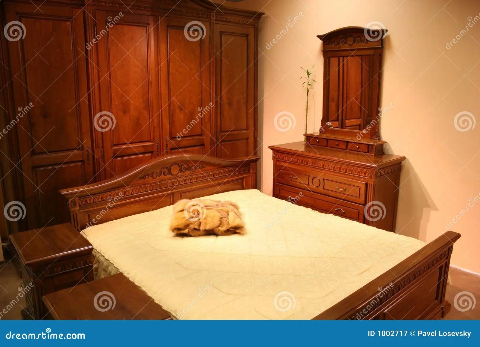 Chambre  Coucher En Bois Rouge Photographie stock libre de droits  Image 1002717