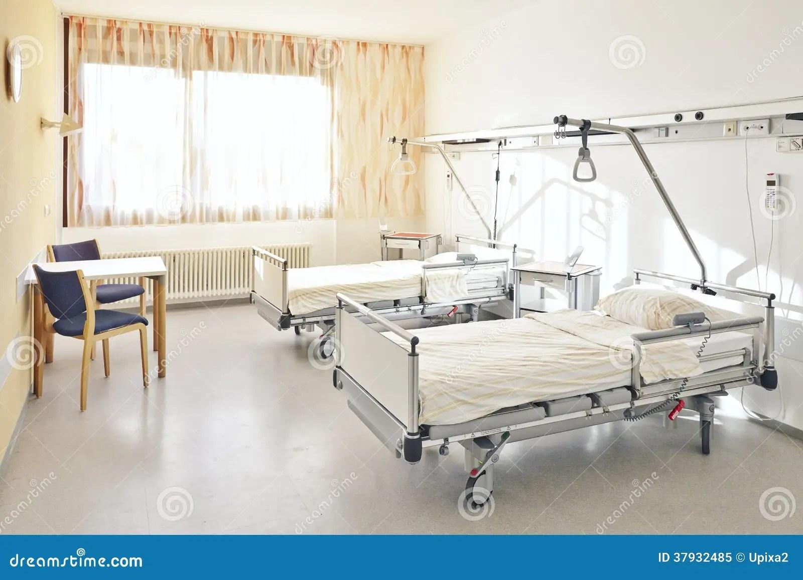 Chambre Pour Deux Personnes De Lit Dhpital Photo libre de droits  Image 37932485