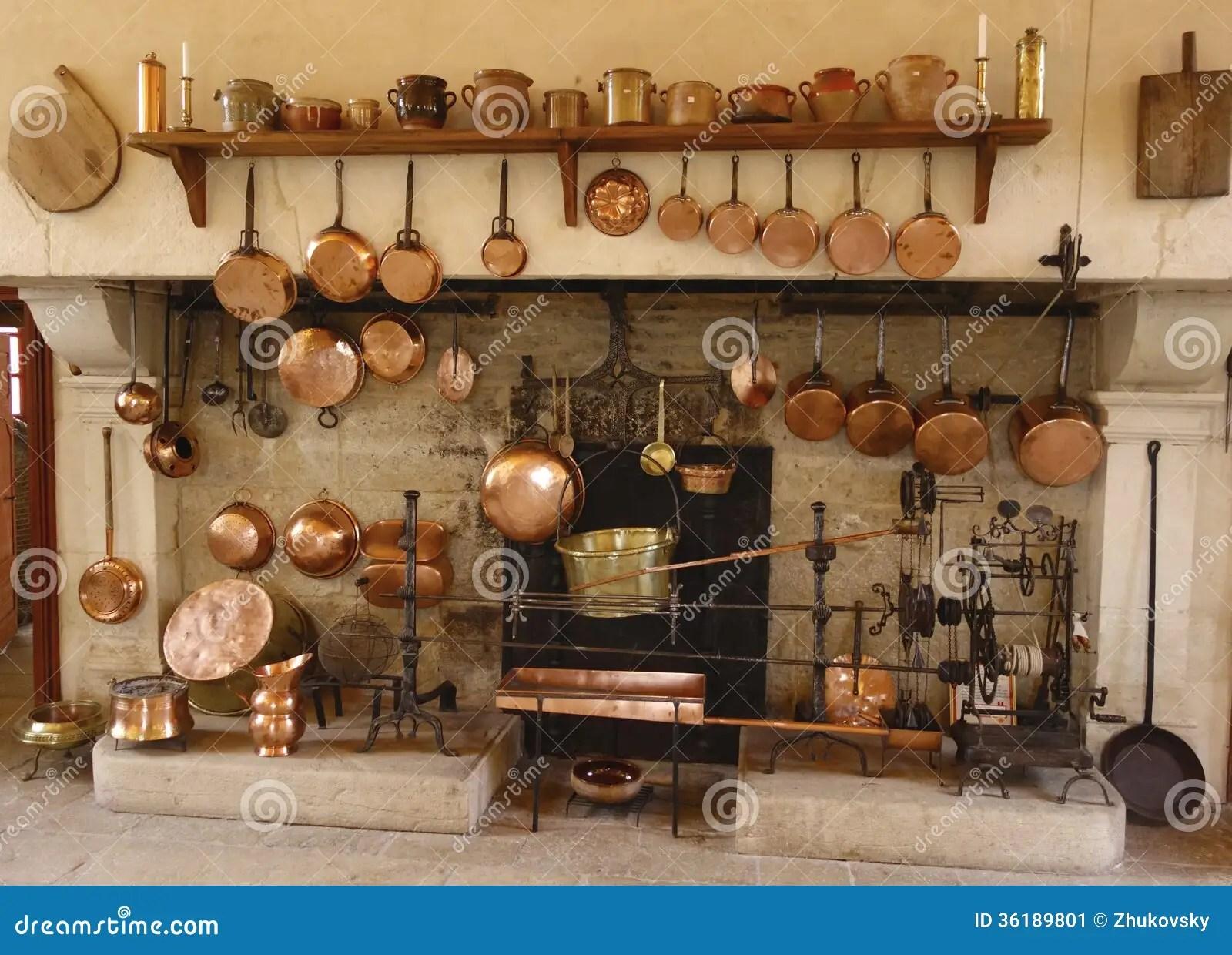french country kitchens small kitchen cabinet chateau de pommard酿酒厂的古老厨房在法国编辑类照片 图片包括有烹调 pommard酿酒厂的古老厨房在法国