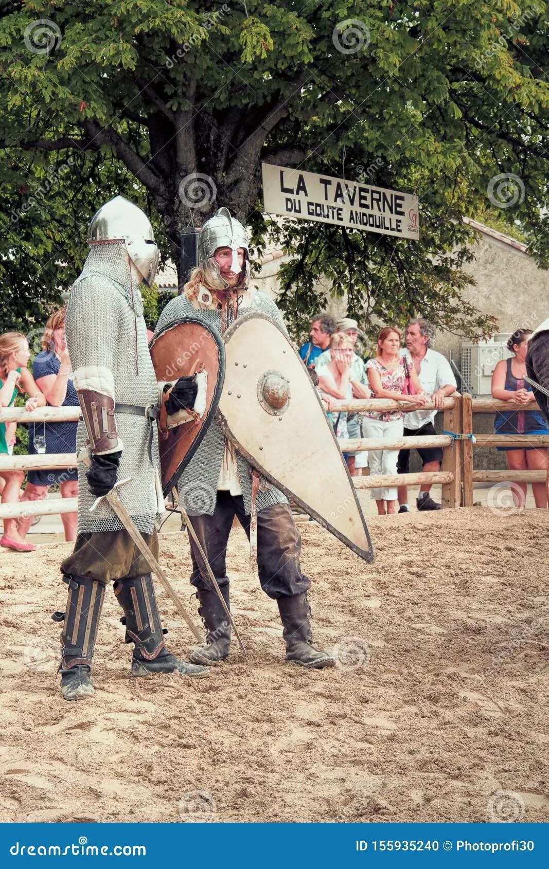 Pour être livré via ubereats pour metz : Knights Fighting Editorial Image Image Of Event Duel 155935240