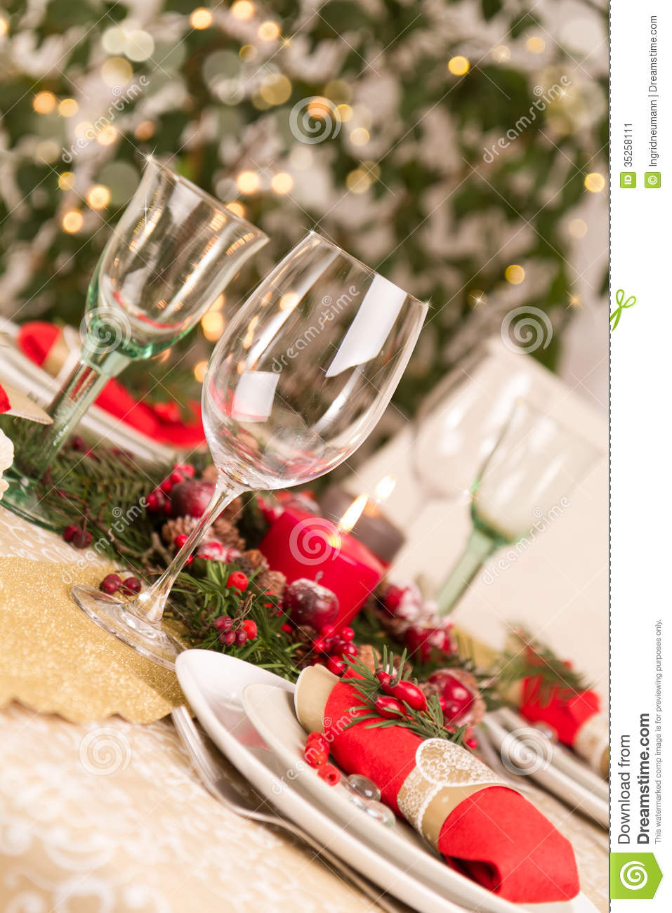 Dining Room Table Decoration Christmas Table Setting With Holiday Decorations Stock