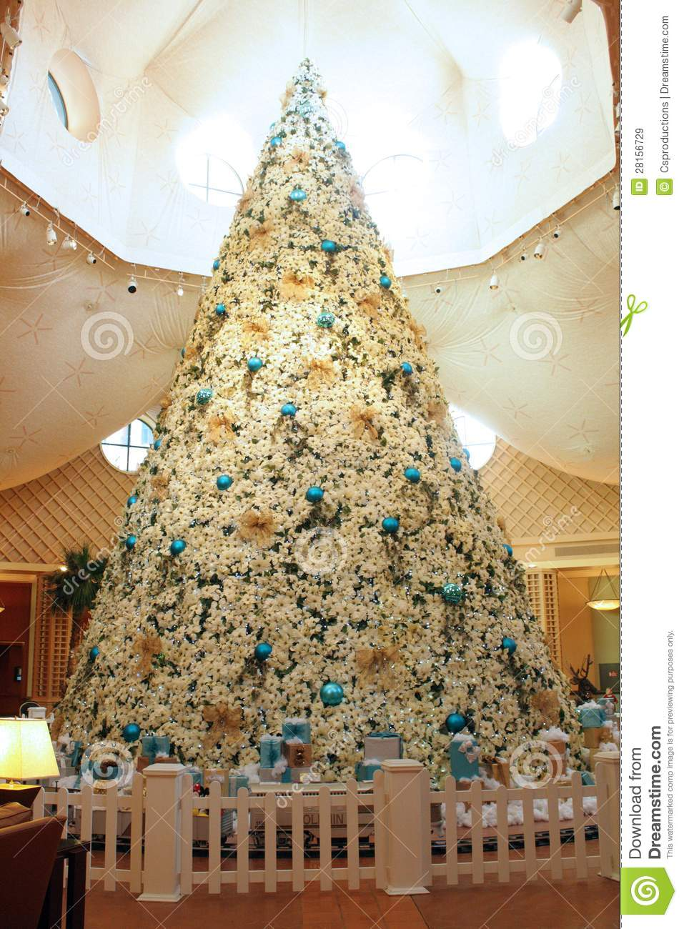 Christmas Tree At Disneys Dolphin Hotel Editorial Stock