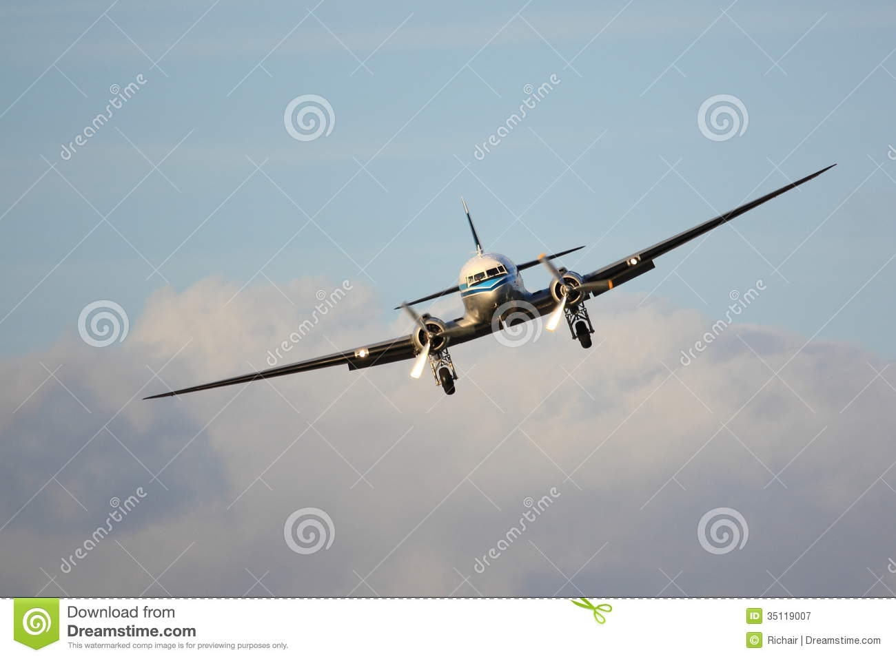 Classic Airliner Front View Royalty Free Stock Photography