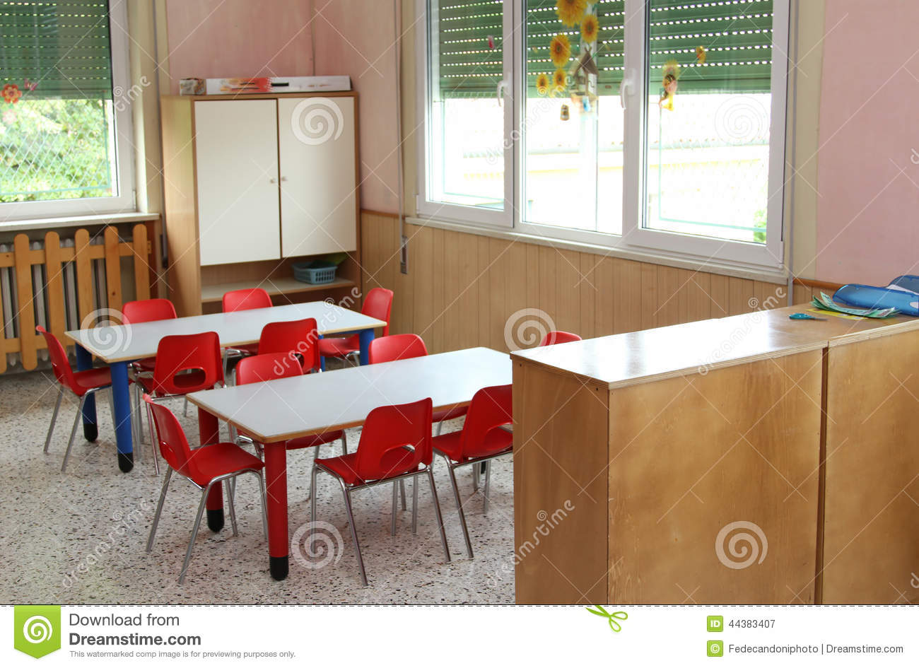 teacher table and chair lifts classroom small chairs in kindergarten stock