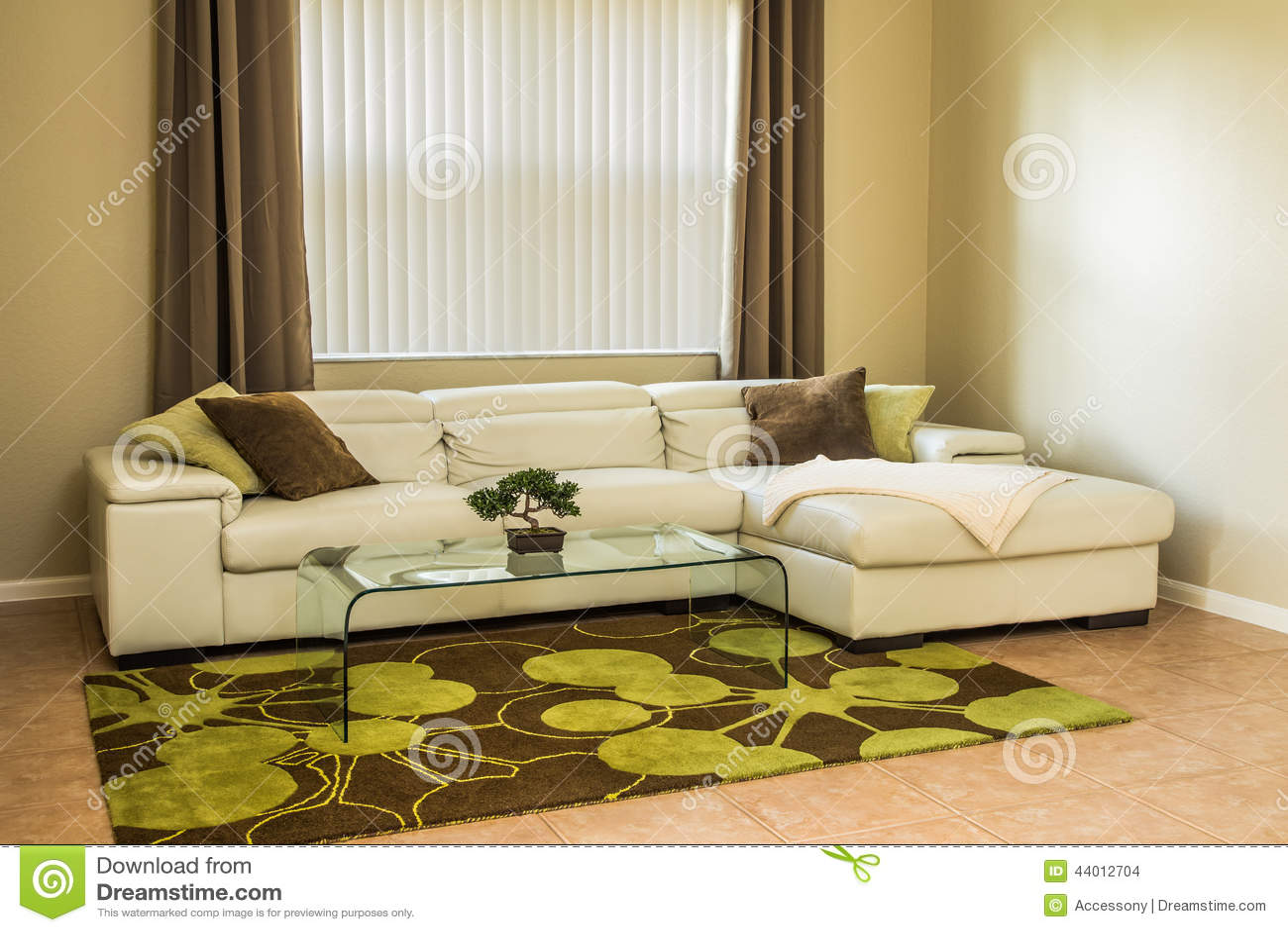 Comfortabele Woonkamer In Olijf Groene Kleuren Stock Foto
