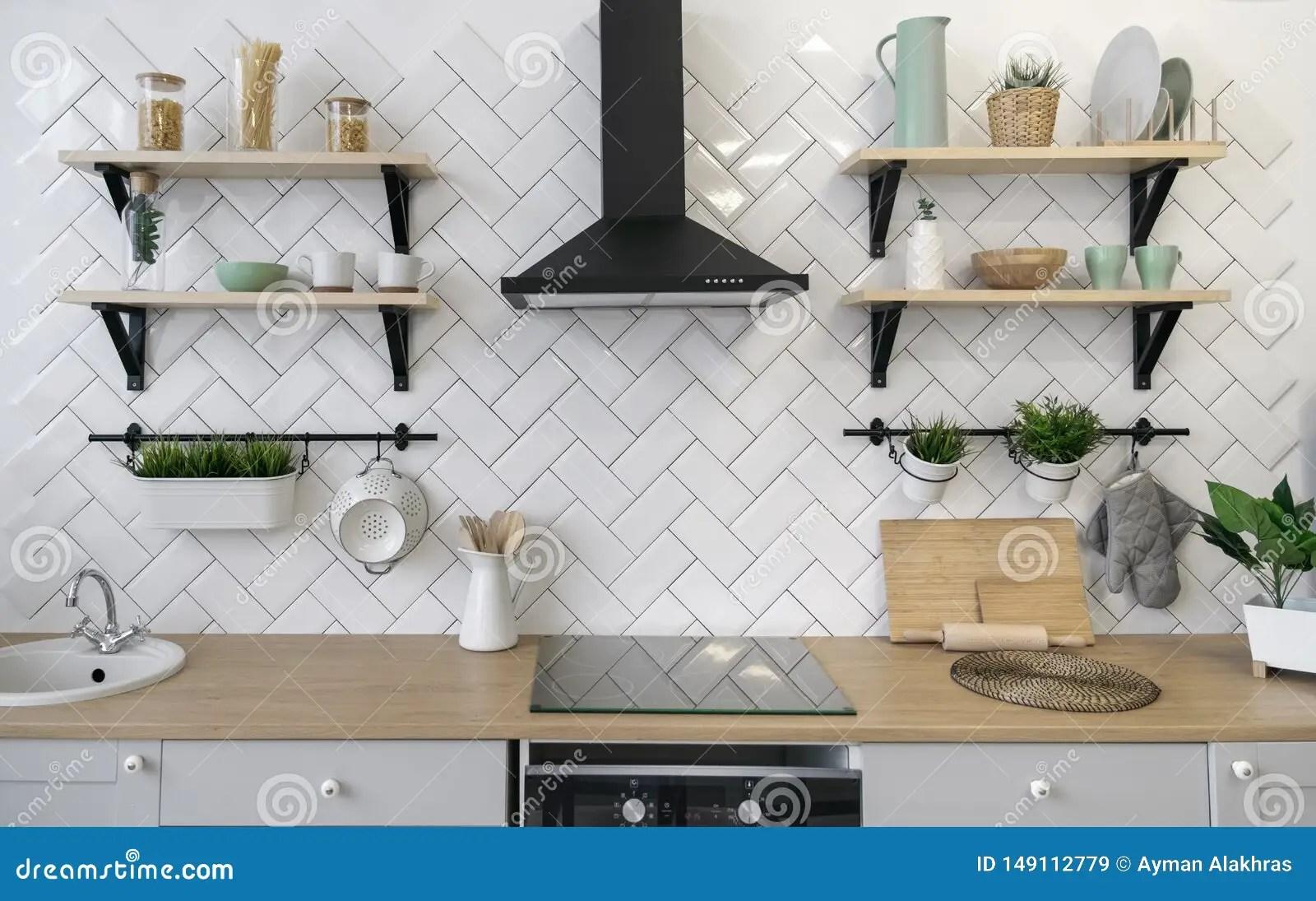 comptoir de cuisine en bois avec les