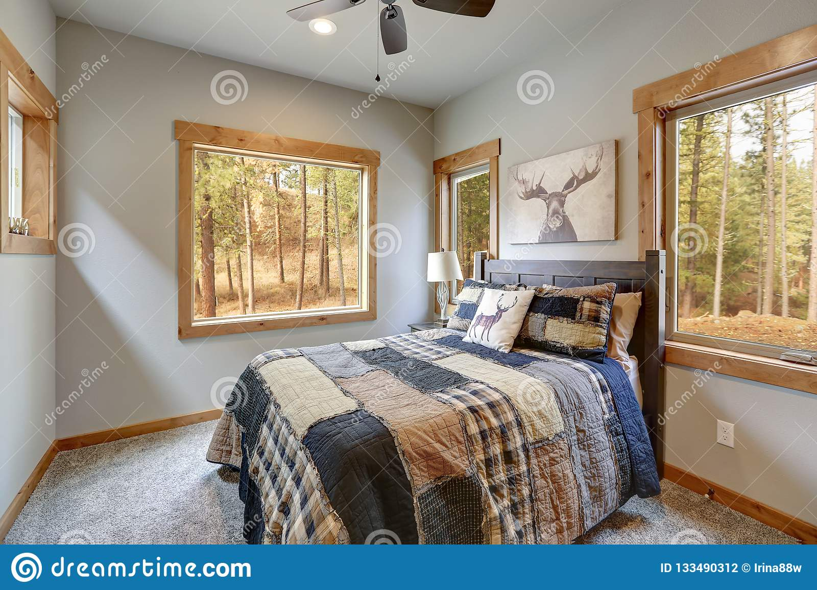 Angoliera in legno stile country. Country Style Bedroom With Wooden Bed And Lots Of Windows Stock Photo Image Of Designer Modern 133490312