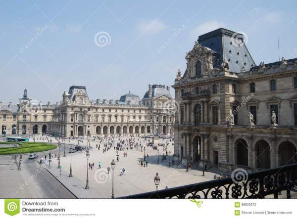 Courtyard Of Louvre Stock - 66529372