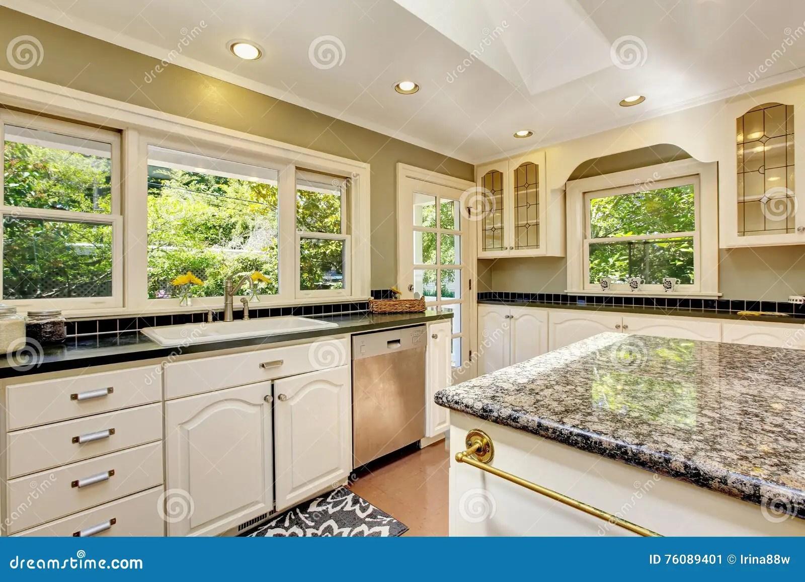 Cucina moderna bianca e blu cucine bicolore l alternanza