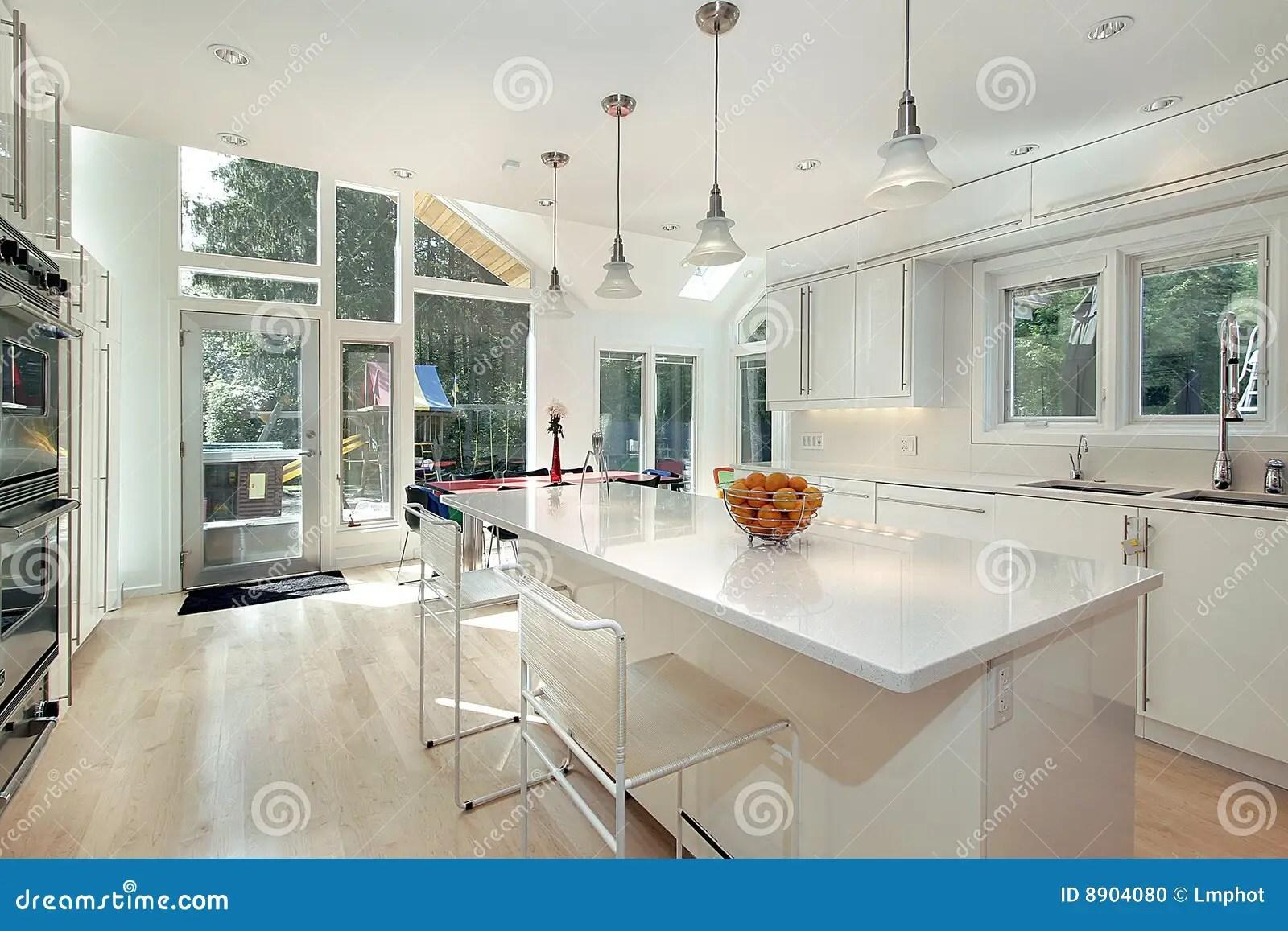 Cucina bianca lucida fotografia stock Immagine di
