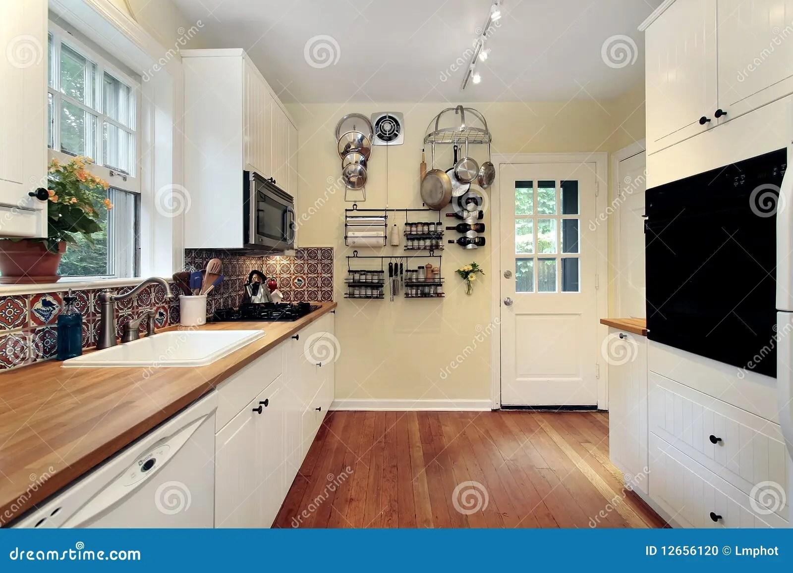 Cucina Con I Pavimenti Di Legno Della Ciliegia Fotografia Stock  Immagine 12656120