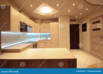 Illuminazione cucina led cucina laccata su pedana in rovere