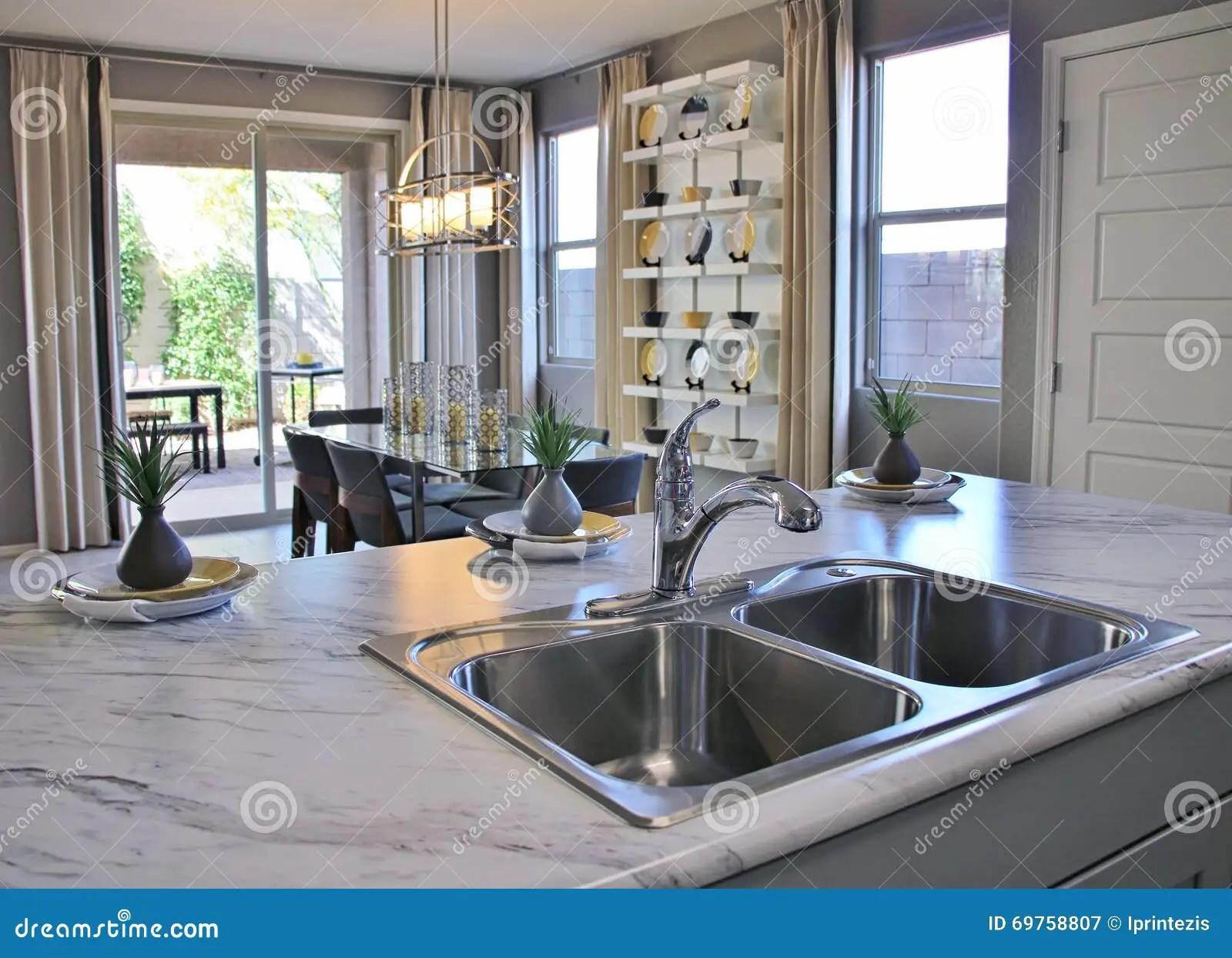 Cucina E Sala Da Pranzo Moderne Immagine Stock  Immagine di arredamento piatto 69758807