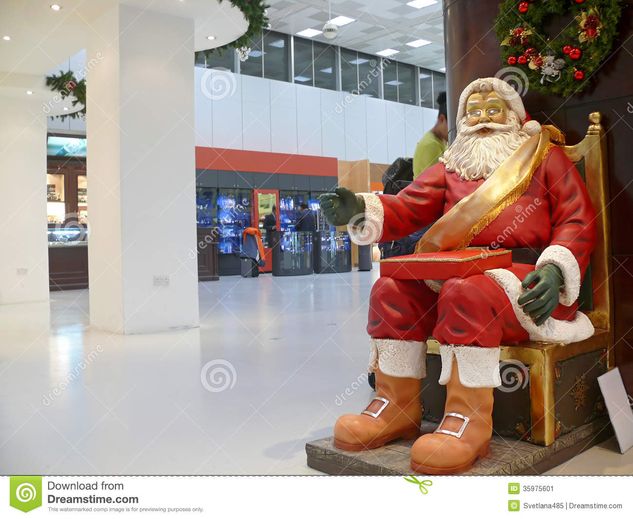 Dammam King Fahd International Airport Statue Of Santa