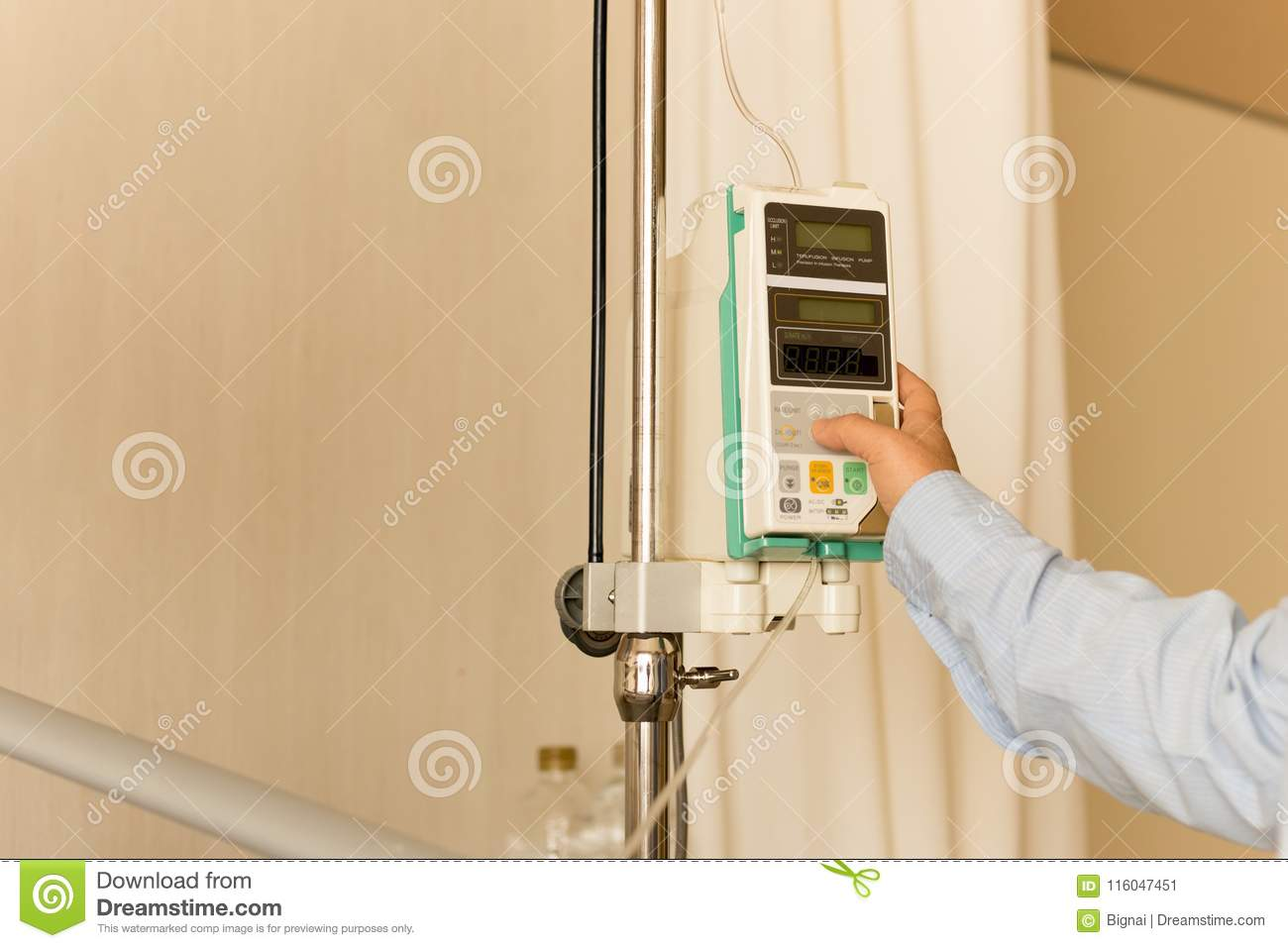 Doctor `s Hand Control IV On Infusion Pump Intravenous IV Drip I Stock Image - Image of fingers. hand: 116047451