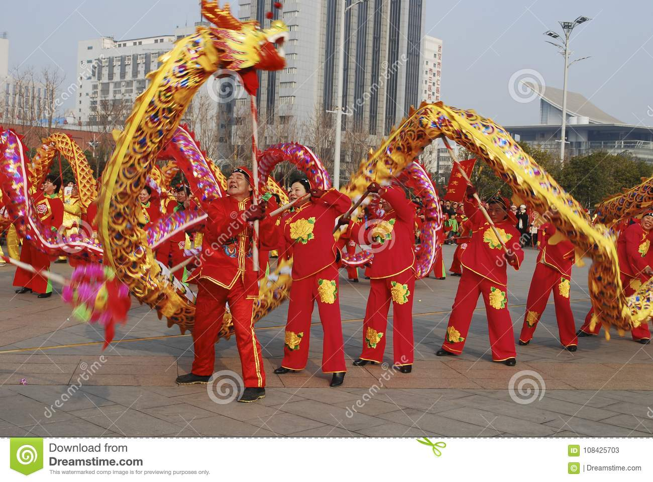 dragon dance traditional chinese