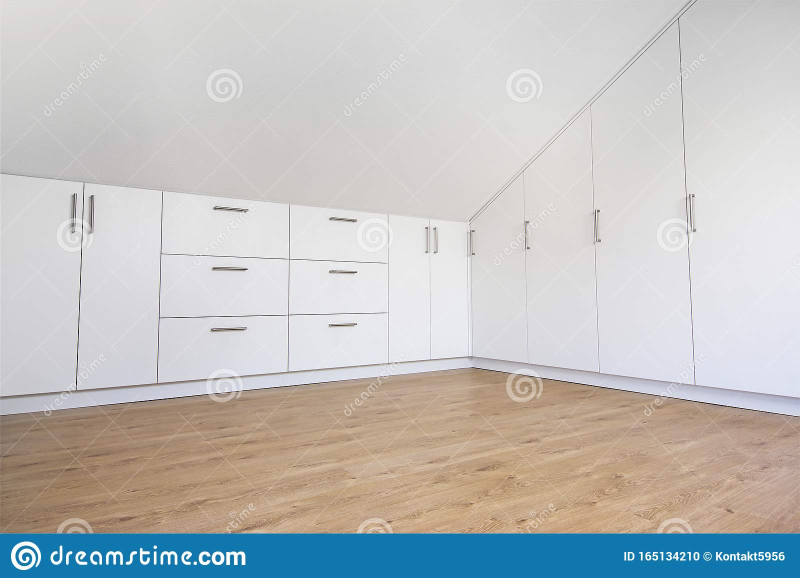 Schrank Modern Modern White Built-in Wardrobe With Laminate Floor Stock Photo - Image Of Master, Pitched: 165134210