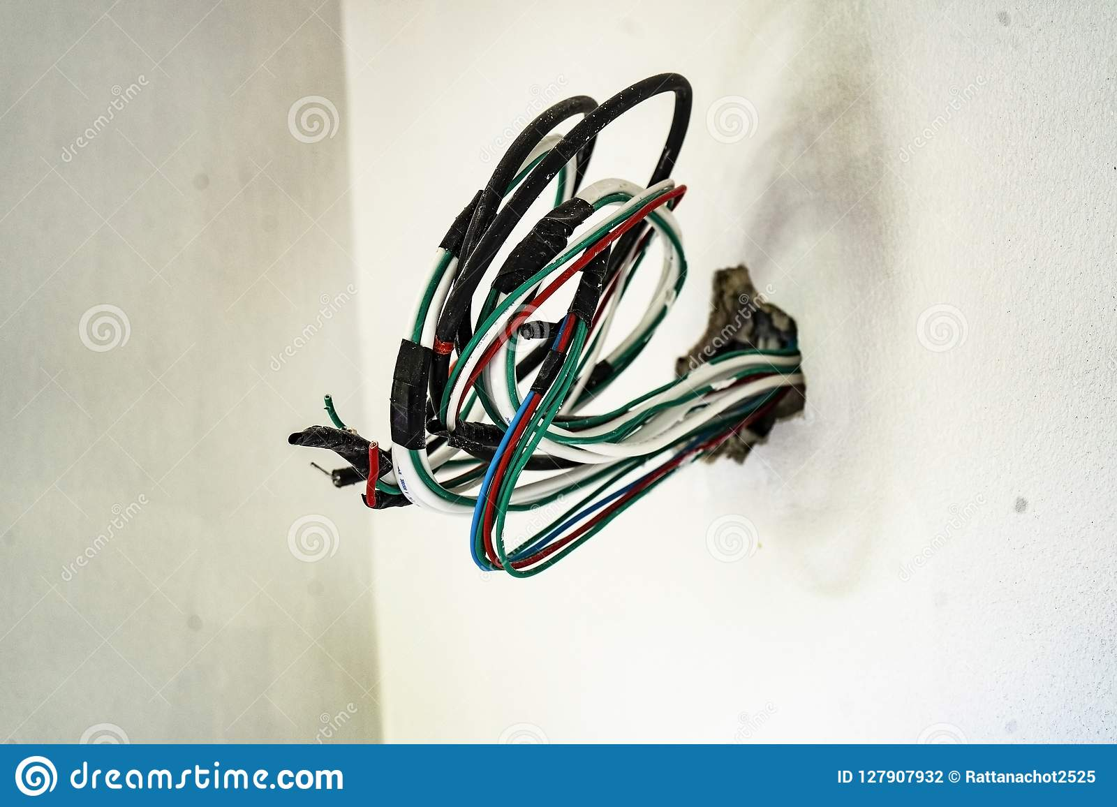 hight resolution of electrical wiring in the house wall