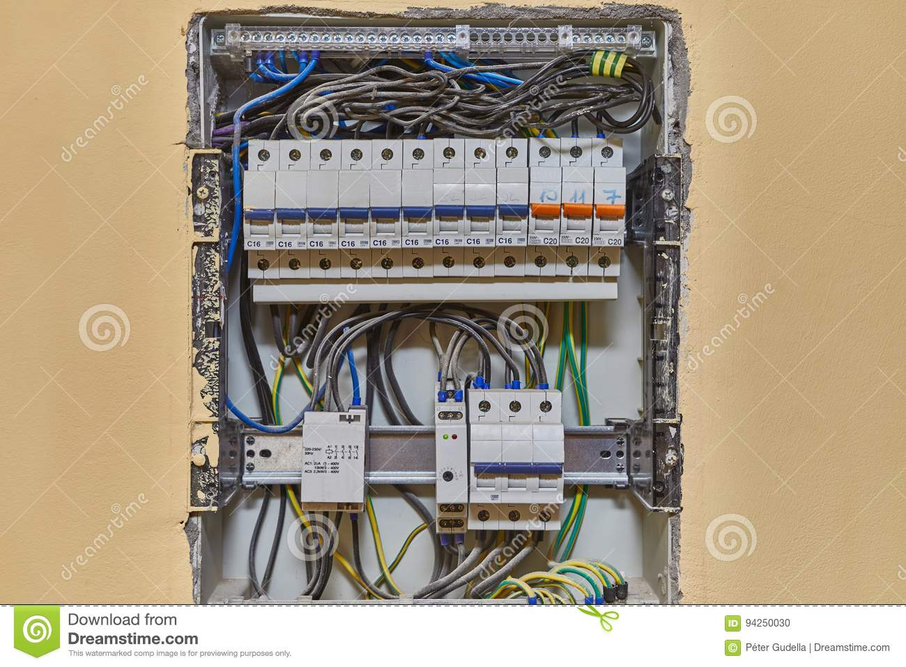 hight resolution of electric wiring and fusebox in a house