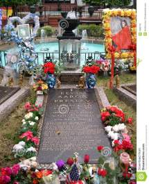 Elvis Presley' Grave Graceland Memphis Tn Editorial