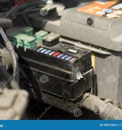 fuse box under the bonnet of the car  [ 1300 x 957 Pixel ]