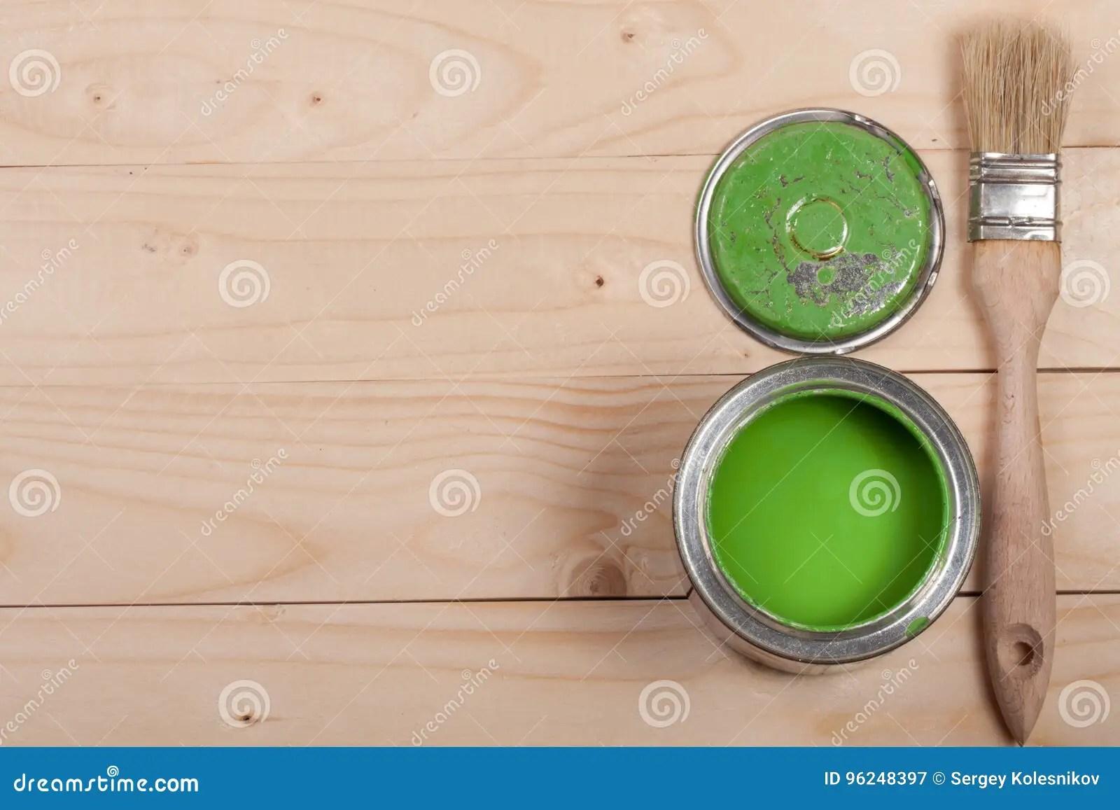 Groene Verf In De Bank Aan Reparatie En Borstel Op De