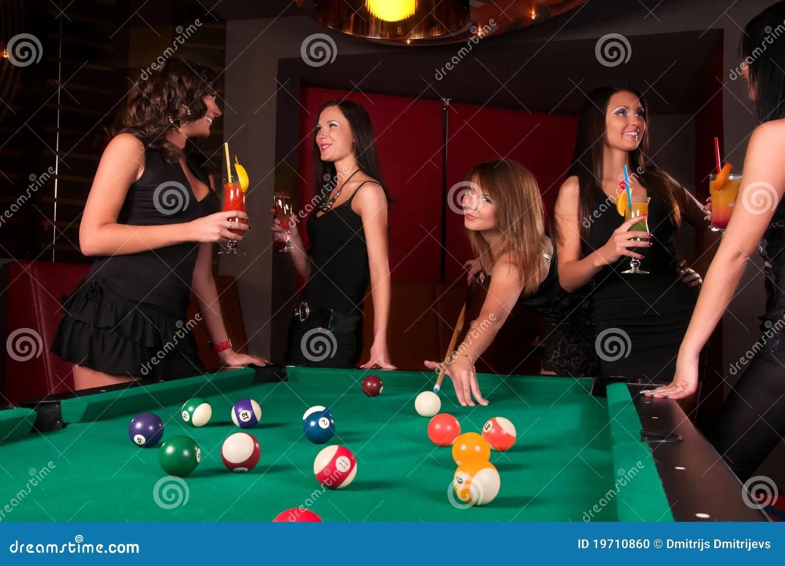 Billiard Girl Wallpaper Groep Gelukkige Meisjes Die In Biljart Spelen Stock Foto