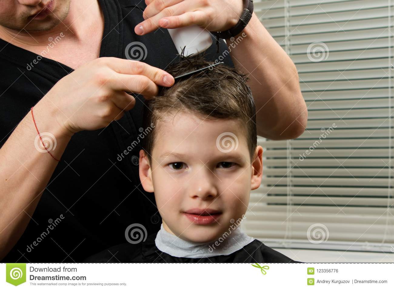 hairdresser does a haircut
