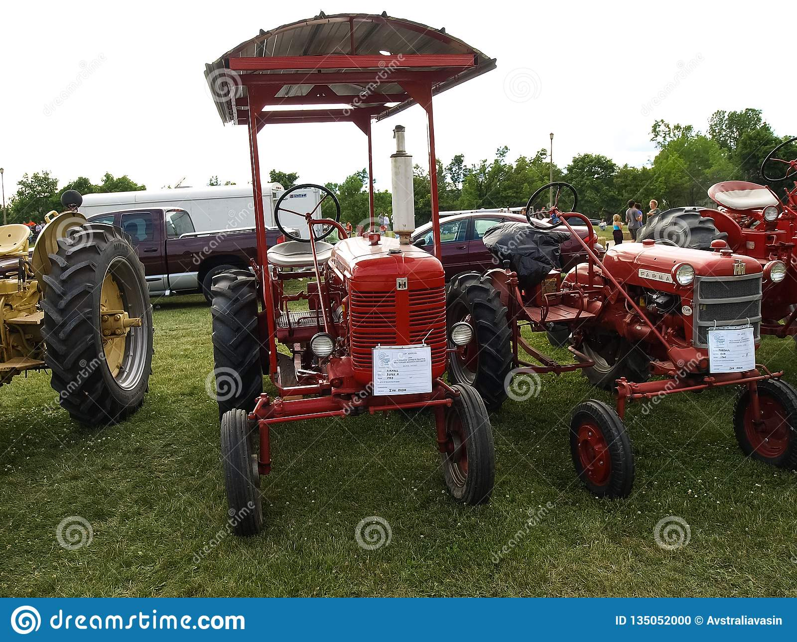 On the eve of the winter antiques show, barron's penta sought advice from three top exhibitors. Exhibition Of Antique Tractors Tractor Show Agreecultural Mach Editorial Image Image Of Industry Farm 135052000