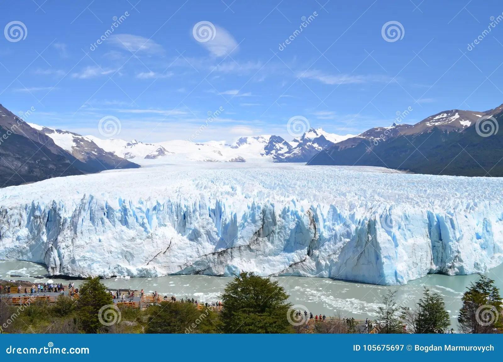 iceberg from parc national los glaciares in argentina near el calafate