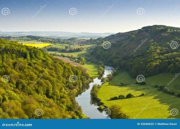 idyllic rural landscape cotswolds