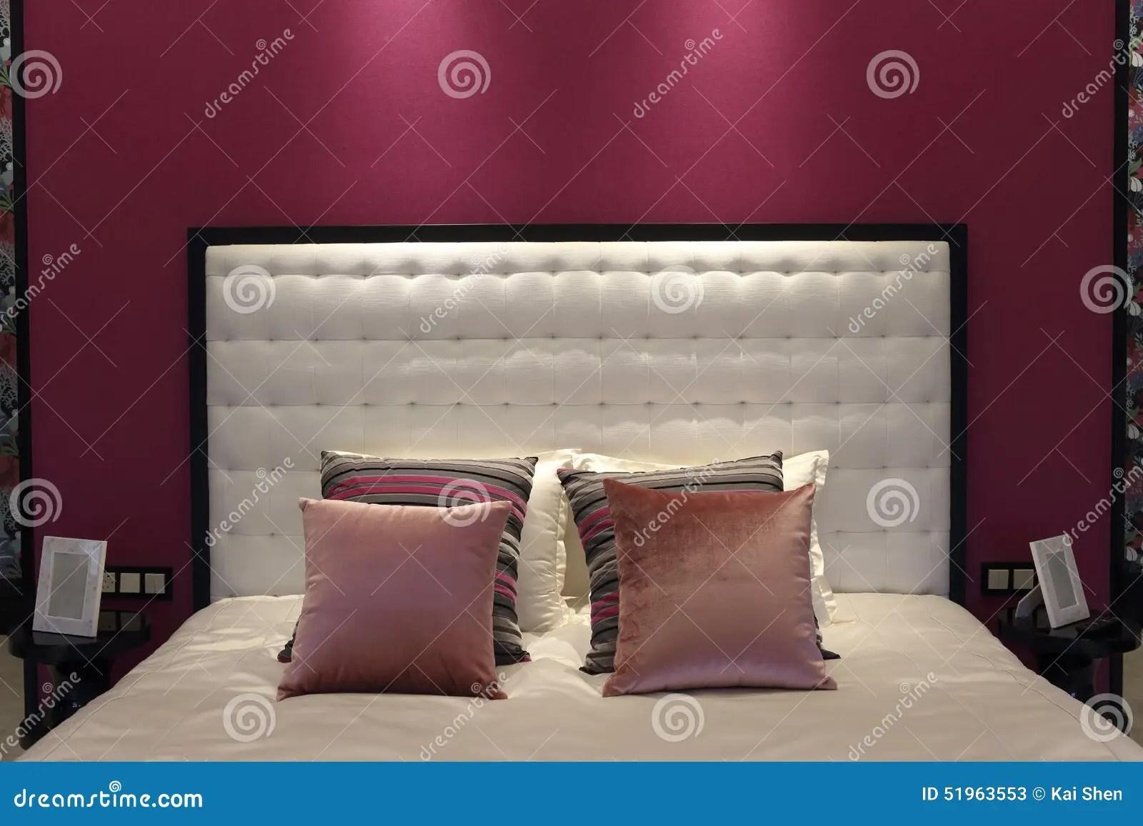 Camere Da Letto Romantiche Con Petali Di Rosa : Camera da letto con petali di rosa arredare la camera da letto