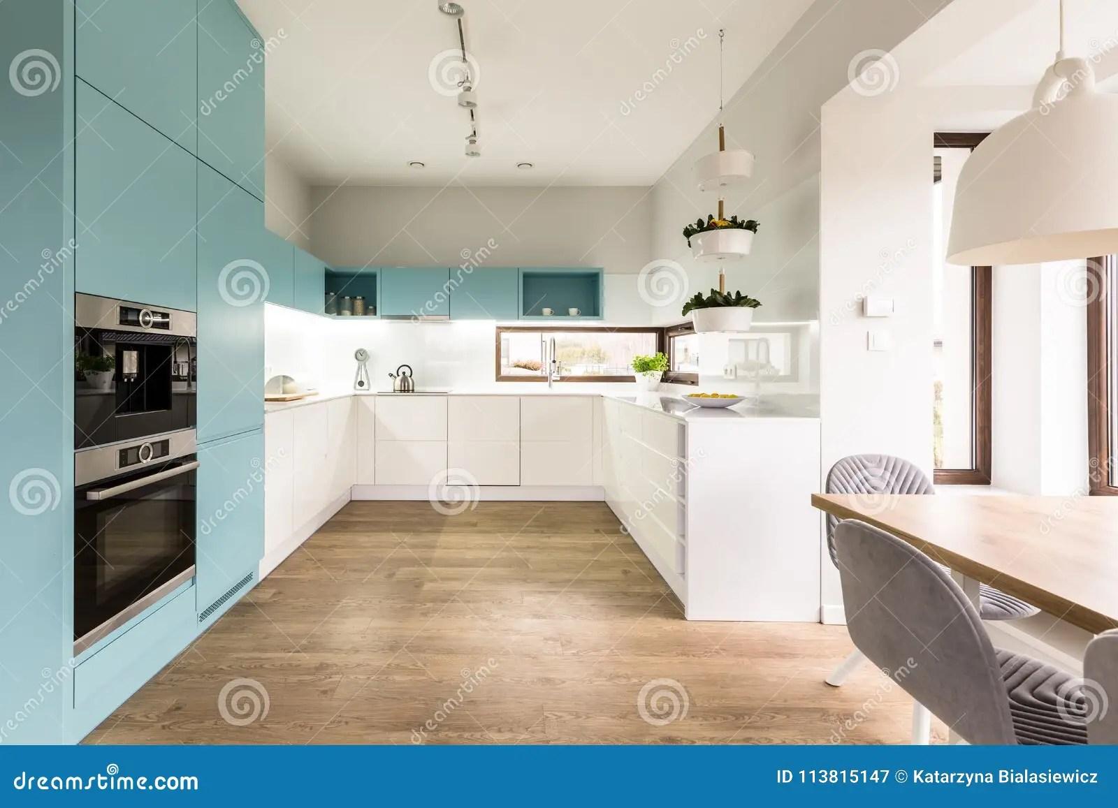 Interieur Bleu Et Blanc De Cuisine Image Stock Image Du Bleu Blanc 113815147