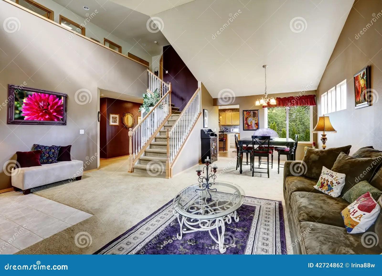 Intrieur De Chambre Avec Lespace Ouvert Salon Avec Lescalier Photo stock  Image 42724862